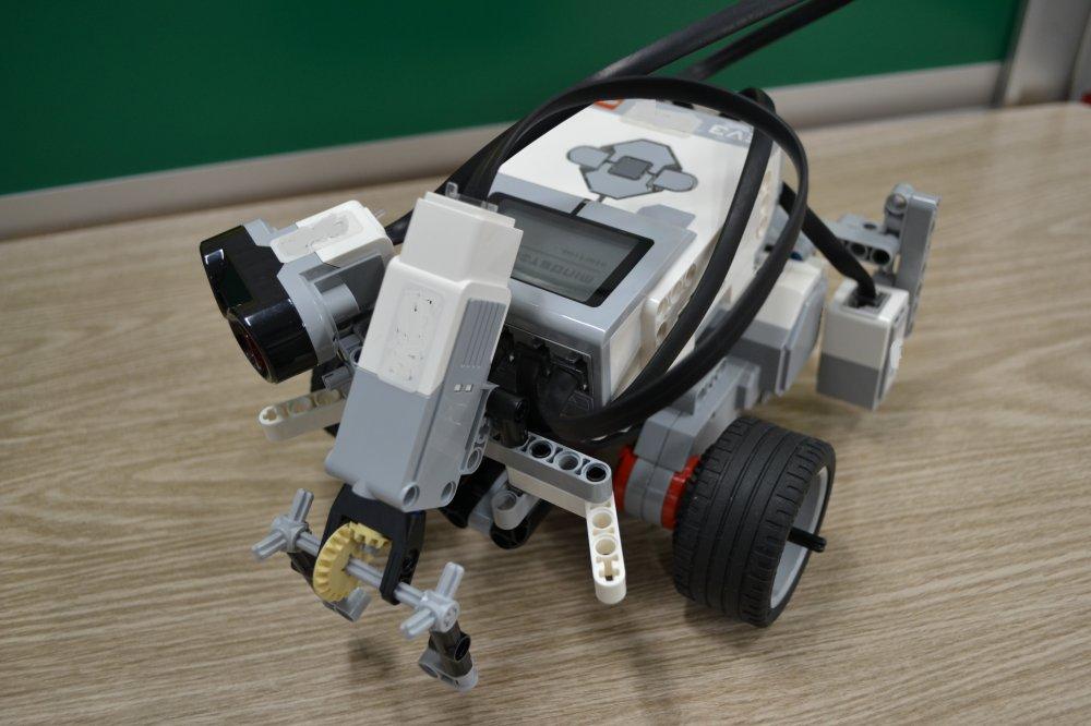 ロボット教室に朝霞市から通ってくれている子がサッカーロボットを作りました。