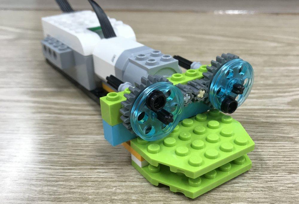 ロボット教室ふじみ野校に通う生徒さんがロボットカメレオンをつくってくれました!