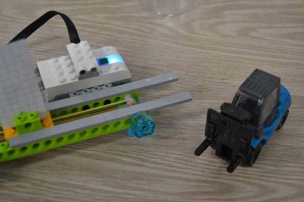 ロボット教室ふじみ野校の生徒さんがベルトコンベヤーをつくりました!