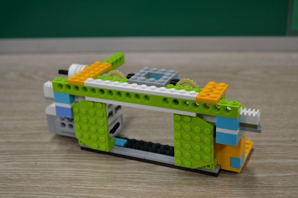 ロボット教室ふじみ野校でギアのしくみを利用して自動ドアをつくりました!