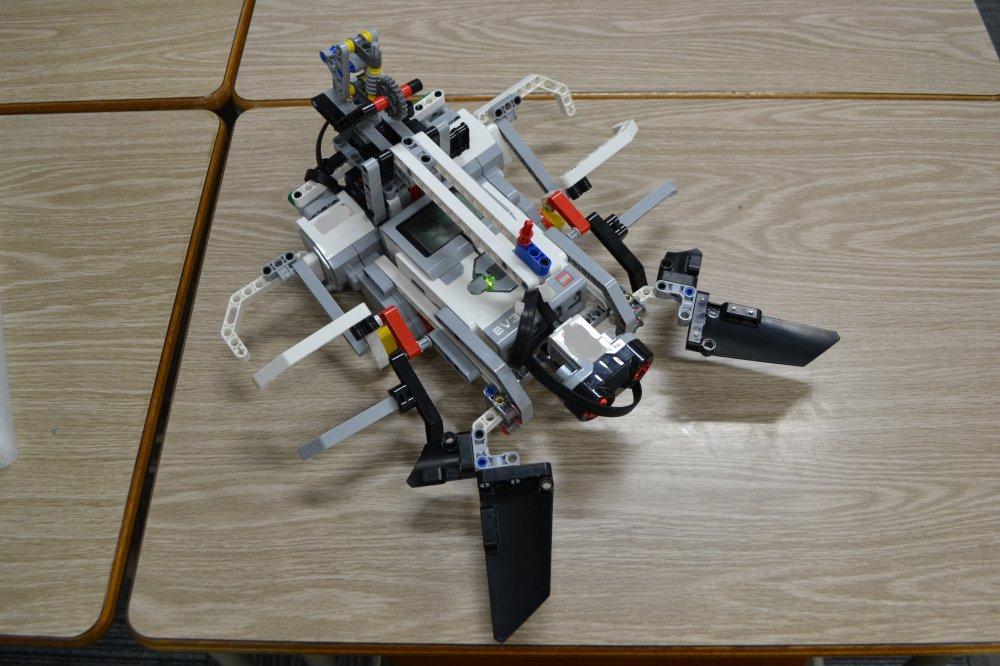 三芳町からロボット教室に通ってくれている生徒さんがサソリロボットを作りました。