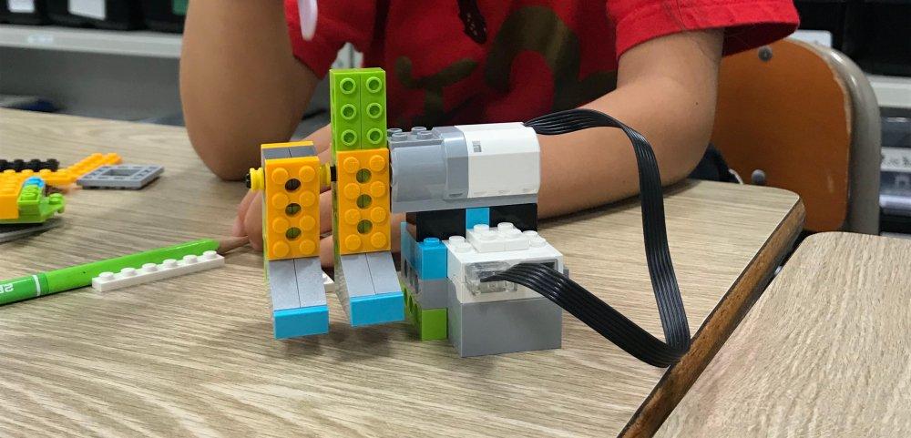 つよいサッカー選手をつくろう!ロボット教室ふじみ野校でキッカーロボットを作りました!