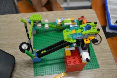 夏休みにロボット教室の夏期講習でからくりひみつきちを作ります!
