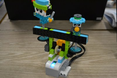 ロボット教室ふじみ野校でサッカーのロボット応援をするロボットおうえんだんを作りました!