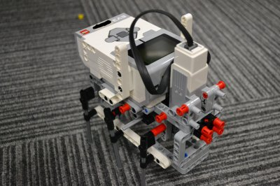 重心を利用した歩行ロボットを作ろう!ロボット教室ふじみ野校で重心移動型六足歩行ロボットの制作が始まりました!