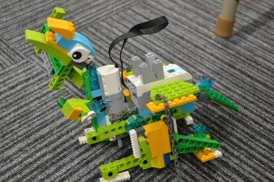 新座市からロボット教室に通ってくれている生徒さんが恐竜ロボットを作りました。